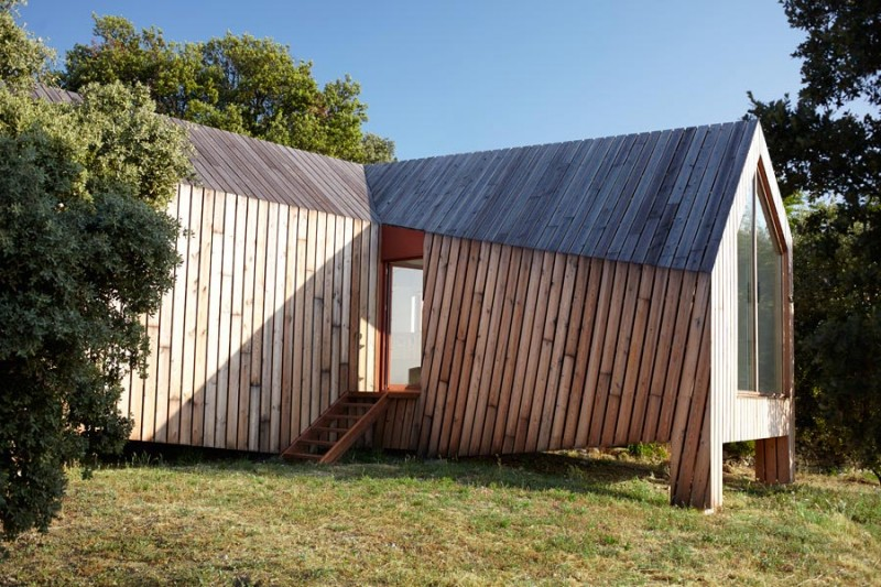 small wooden house h2o 800x533 - La Cabotte