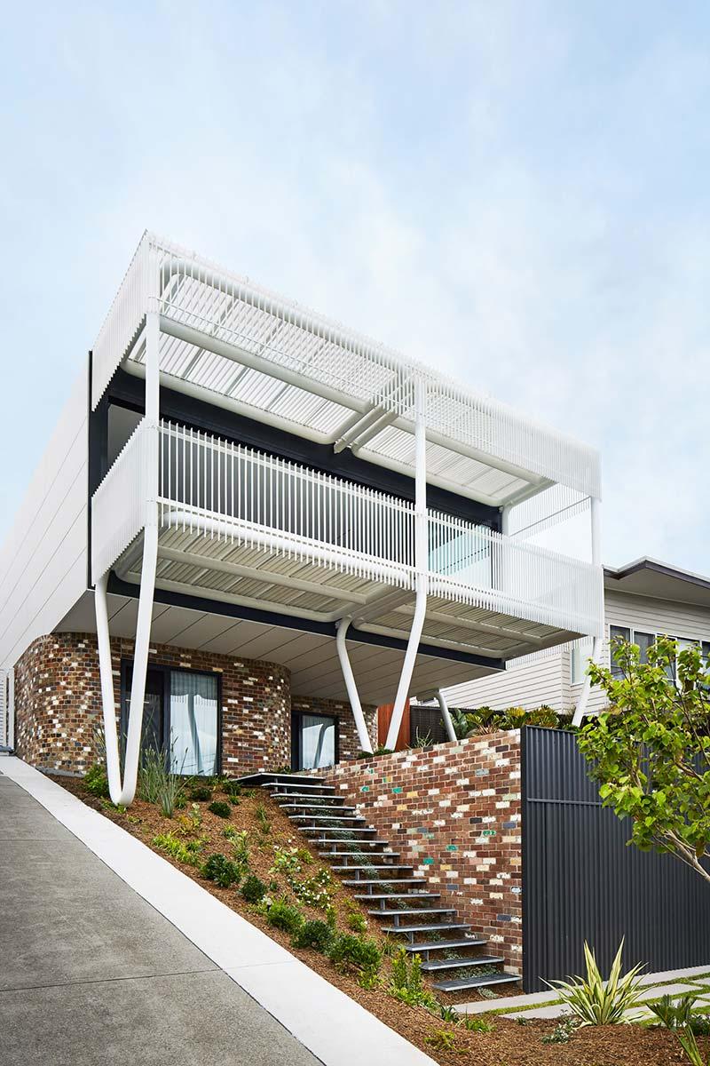 steep lot house design exterior - Greenacres