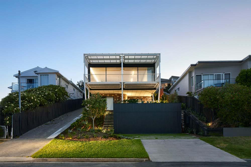 steep lot house design facade - Greenacres