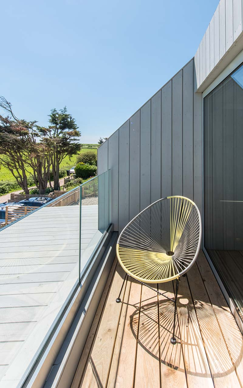 sustainable home terrace - Chalfont Beach House