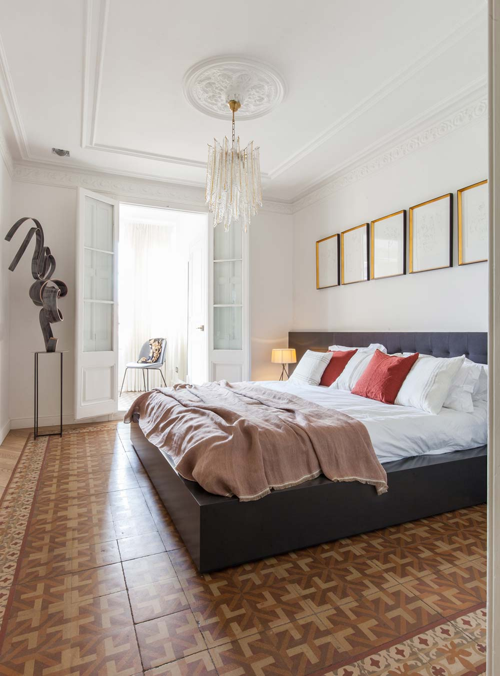 tile flooring bedroom design - Aribau Apartment