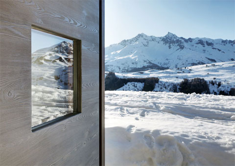 tiny-alpine-shelter-wardrobe-1