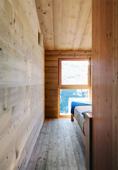 tiny-alpine-shelter-wardrobe-3