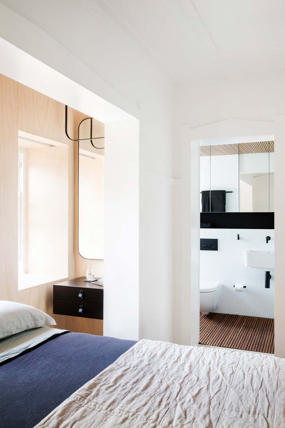 Tiny apartment design in sydney au full of smart storage for Apartment design sydney