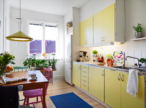 tiny-colorful-apartment-stdsm8