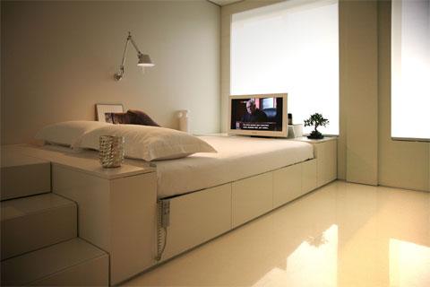 tiny-living-space-closet-house-4