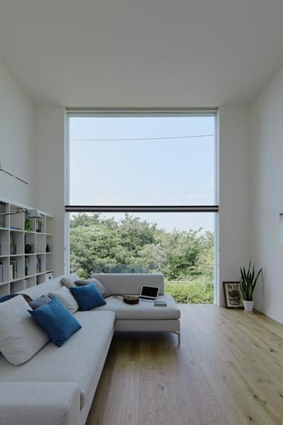 House in hiyoshi little white wonder japanese for Minimalist white house by koichi kimura