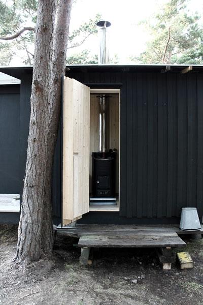 tiny-prefab-cabin-ermitage11