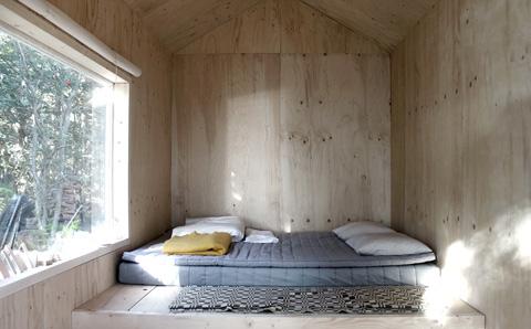 tiny-prefab-cabin-ermitage3