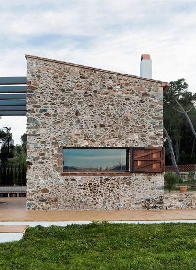 La pallissa house a tiny stone walled world small houses for Modern stone houses architecture