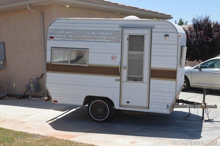 tiny-vintage-trailer-makeover-b