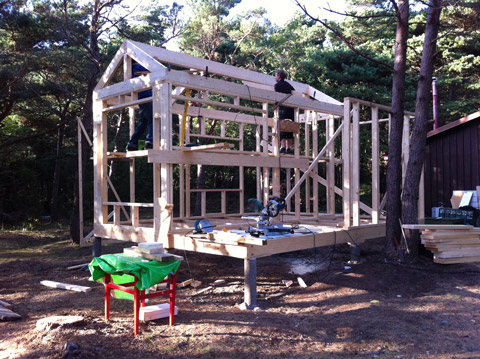 tiny-wood-cabin-ermitage