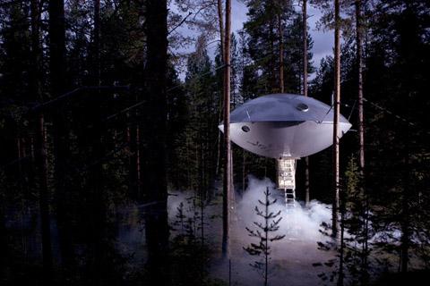 tree-hotel-ufo3