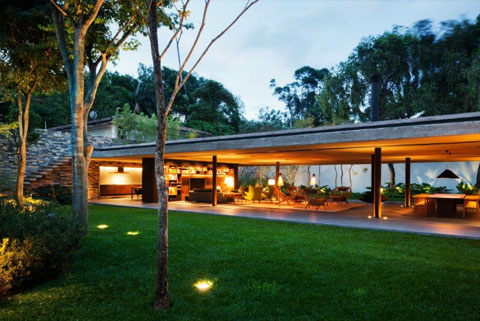 V4 House: Modern tropical architecture
