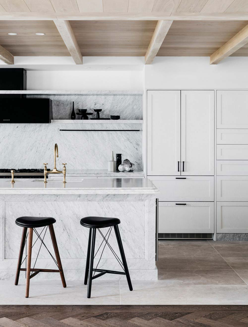 waterfront holiday villa kitchen island design - Palm Beach Project