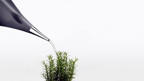 watering can aquastar 2 - AquaStar watering can: stylishly easy indoor gardening