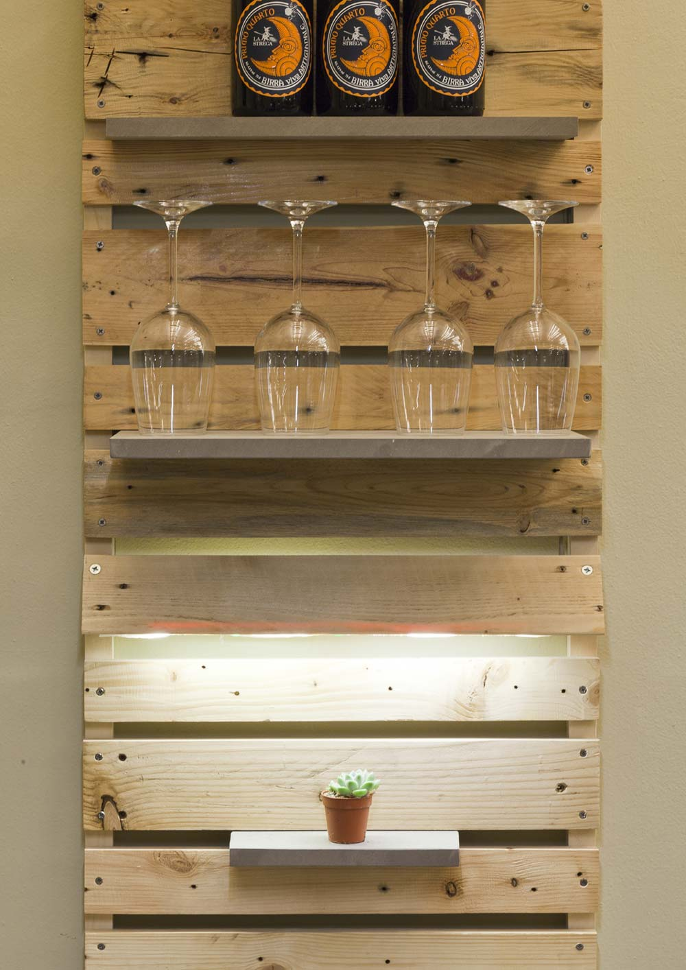 wood pallets shelf design llabb3 - La Strega Bar