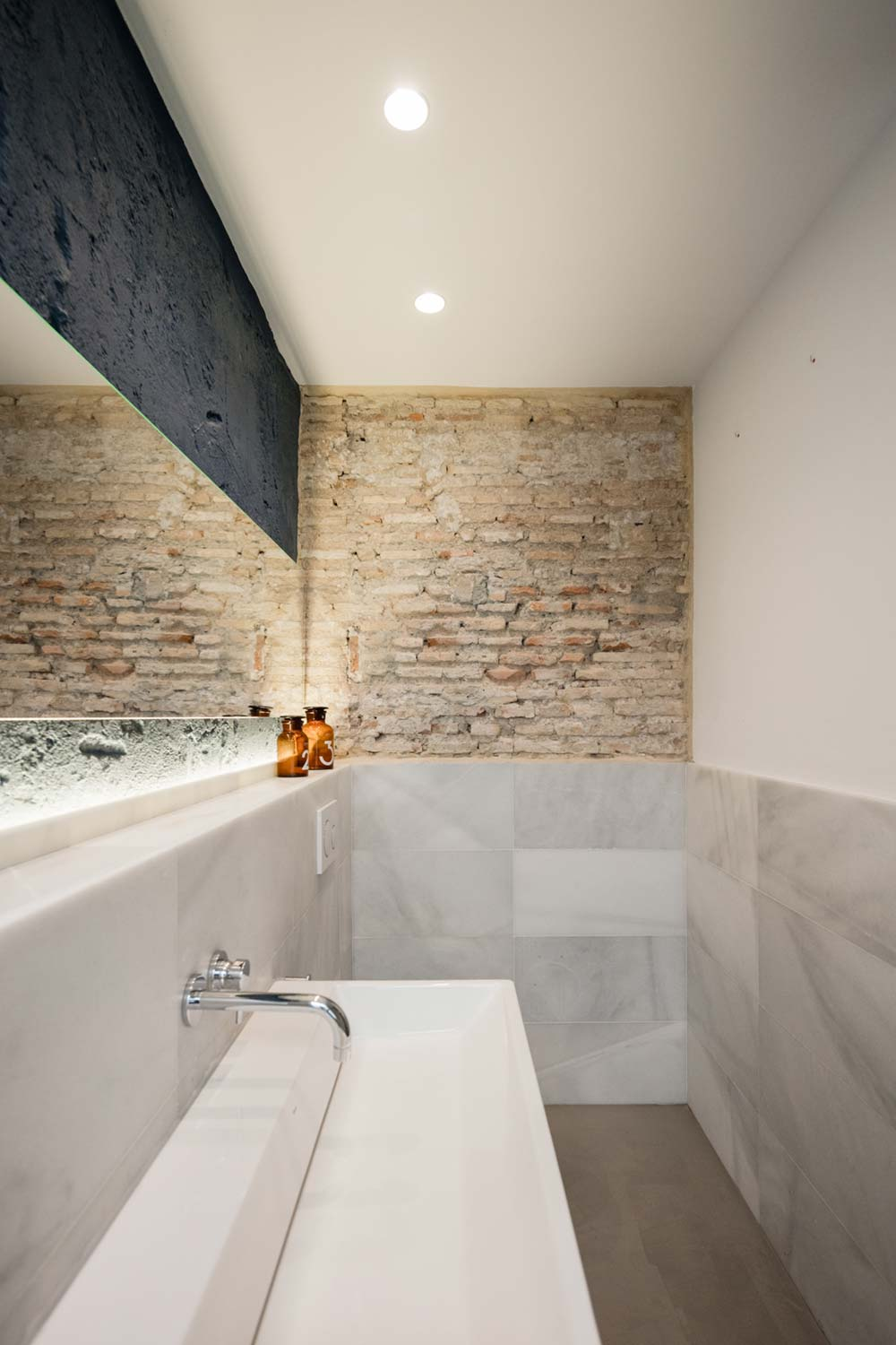 wood stone bathroom design - Apartment Musico Iturbi