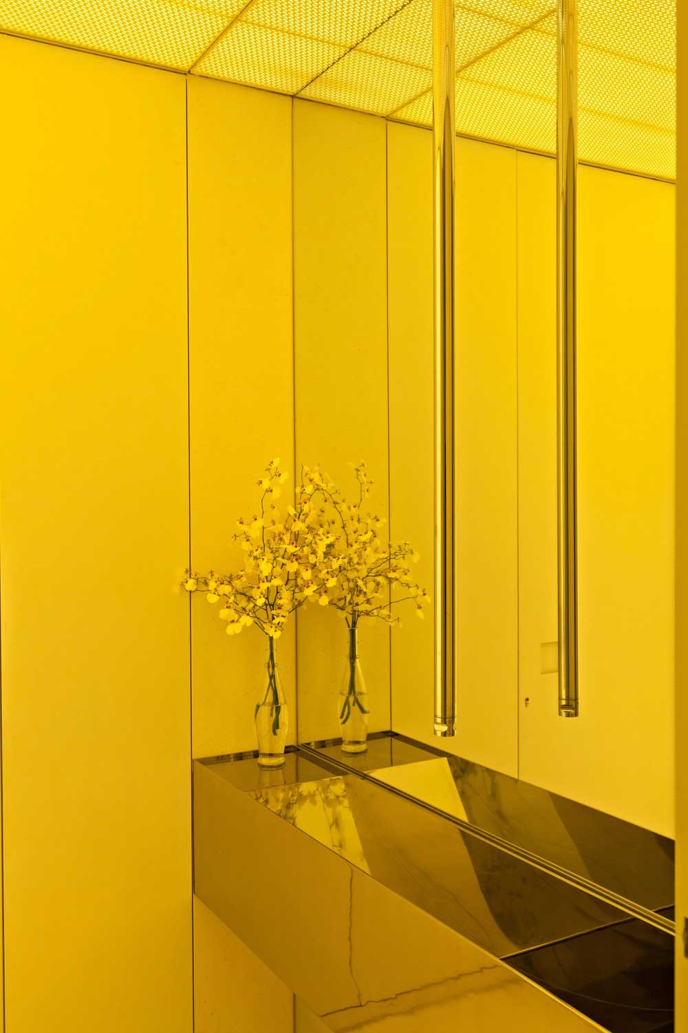 yellow guest toilet ca - AQH Apartment